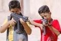 في اول ايام العيد: اصابة عشرات الاطفال بالعيون والراس نتيجة استخدام مسدسات الخرز بالعيد