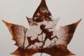 إبداع لا حدود له: فن النحت على أوراق الأشجار
