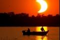 كسوف نادر للشمس يظلم الاجواء فوق مناطق باسيا وامريكا الشمالية,شاهد الصور الرائعة جداً
