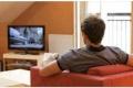 تحذير من الجلوس لساعات أمام التلفزيون في رمضان