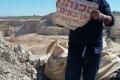 مكبات عشوائية في بلدة الرام تدفن فيها نفايات إسرائيلية مجهولة تهدد الصحة والبيئة