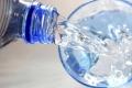 شرب الماء أثناء الأكل وبعده.. يفيد أم يضر؟