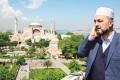 أصوات مؤذنين بإسطنبول تساهم بدخول سياح أجانب للإسلام