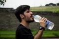 موجة الحر.. نعم لشرب الماء لا للنوم بجوار المروحة
