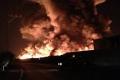 فيديو لحريق مصنع الموت الكيماوي ليلة أمس..وركز/ي عند الدقيقه 2:26