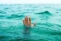 مياه النهر الباردة تنقذ صينياً من الانتحار