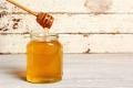 عسل النحل يفيد في شفاء الجروح ويقوي النظر، تعرفوا على فوائده