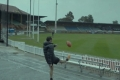 | شاهد | هنا أستراليا | لاعب يصيب «البرق» بتسديدة قوية: انفجرة الكرة في الجو