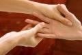 ماذا يحصل للجسم عند الضغط على الاصابع لدقيقتين؟