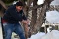 بالصور.. أهالي مرسين في تركيا يتفاجأون بالثلوج رغم وصول درجة الحرارة إلى 15