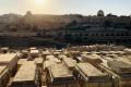 معظمها وهميّة وفارغة.. مقابر يهودية تحاصر الأقصى وتدر الملايين