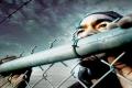 علق بباب الزنزانة أثناء محاولة الهرب من السجن فتحول إلى أضحوكة (فيديو وصور)