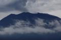 هل شاهدت بركاناً من قبل؟.. بالفيديو: رجلٌ خاطرَ بحياته حتى يلتقطَ لك هذه الصور