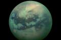 علماء يكتشفون أخاديد مليئة بالسوائل على أكبر أقمار زحل