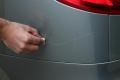 في 5 خطوات.. هكذا يمكن إصلاح خدوش طلاء السيارة بالمنزل