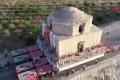 تركيا تبدأ عملية مُعقدة لنقل حمام تاريخي ضخم.. شاهد كيف يتم تحريكه قطعة واحدة رغم ...