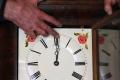 بالفيديو  ما هو الانقلاب الصيفي؟ ولماذا نغير وقت الساعة؟