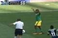 فيديو... لاعب ينال البطاقة الصفراء بسبب مراوغة عجيبة