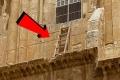 لماذا لا يستطيع أيّ أحدٍ نقل هذا السلم الموجود في كنيسة القيامة في مدينة القدس؟