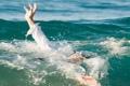 هل تعلم ما الذي يحدث حقا لجسمك عندما تغرق؟