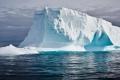 بالصور والفيديو.. تفاصيل نقل جبل جليدي من القطب الجنوبي إلى الامارات