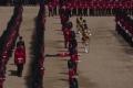 البروتوكول والحر يغميان الحرس الملكي البريطاني في عيد الملكة