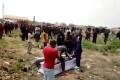 مشهد لا يمكن تخيله ..ماذا فعل عمال الدفن بجثة بسبب الأتعاب ؟!