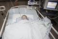 """الرضيعة قمر شحادة تواجه عمليات خطيرة في القلب دون أهلها بسبب """"المنع الإسرائيلي"""""""