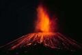 بركان بالمكسيك يطلق صخورا حارقة وسحباً ضخمة ينشر الذعر والخوف