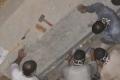 شاهد الصور الأولى لفتح تابوت الإسكندرية.. العثور على جندي مضروب بالسهم داخله!