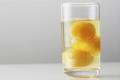 هل تناول البيض النيئ مضر بالصحة؟