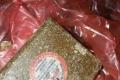 """الحذر الحذر... قطع مجهولة و""""مسمومة"""" تشبه الشوكولاتة تسبب الذعر جنوب نابلس"""