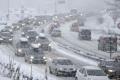 الثلوج تحاصر آلاف السيارات في طريق سريع بإيطاليا