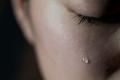 في عيد الام ...سيدة من نابلس في بيت للمسنيين تذرف دموع الاشتياق لرؤية ابنتها واحتضانها