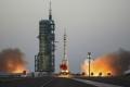 الصين تطلق المركبة الفضائية شينزو 11 المأهولة الى الفضاء الخارجي