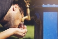 العنصر الأساسي للحياة، ولكن.. الماء ليس المشروب الأكثر قدرة على ترطيب الجسم