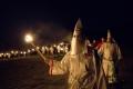 هل سمعت بجماعة كو كلوكس كلان KKK الغامضة ؟
