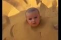 فيديو مؤلم لرضيع سعودي دفنه والده في الرمال ثم وقف يتهكم على بكائه..