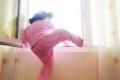 مصرع طفلة رضيعة إثر سقوطها من علو في القطاع