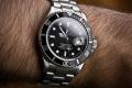 بالفيديو: هذا ما يُوجد داخل ساعة رولكس ذات الـ8000$ !