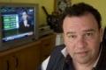 بالفيديو: الصحفي سعد السيلاوي يسجل تقريره الأخير قبل استئصال حنجرته