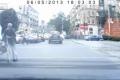 ماذا فعل السائق بمسن تباطأ في عبور الشارع؟!