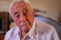 """عالم عمره 104 أعوام ينهي حياته بـ""""الموت الرحيم"""""""