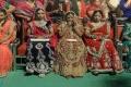 بالفيديو.. لماذا وزع وزير هندي 700 ألف عصى خشبية على العرائس؟