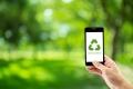 عبر العالم الافتراضي والهواتف الذكية.... صفحات فيسبوكية وتطبيقات خضراء لتعزيز الوعي البيئي
