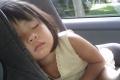 ماذا يحدث عندما تترك طفلك وحده في السيارة لمدة عشر دقائق؟
