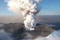 بركان جبل ميرابي في إندونيسيا يدمدم بقوة