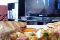 من أجل صحتك.. لا تتناول الطعام أثناء مشاهدة التلفزيون