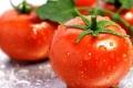 الطماطم تقي من آثار شيخوخة الجلد والتجاعيد