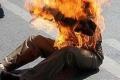 شقيقان من عائلة الترتوري يشعلان النار في جسديهما مساء اليوم جنوب القطاع